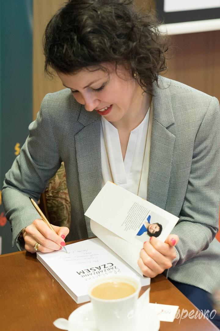 trenerka biznesu, skutecznej sprzedaży, obsługi klient, umawiania spotkań i zarządzania czasem Iza Krejca-Pawski
